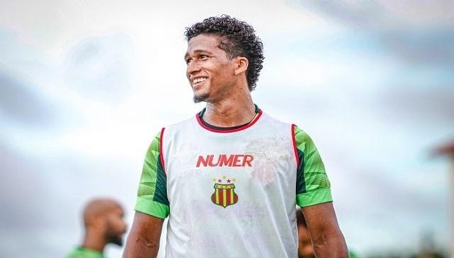 Sampaio Corrêa anuncia contratação do volante Abuda