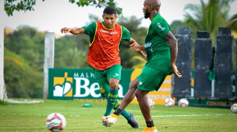 Série B:Márcio Araújo se junta ao grupo e inicia os treinamentos